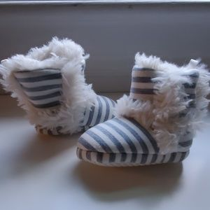 RH Baby & Child faux fur booties, 0-12 mo size 1-3